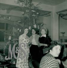 image P2-29-10 Dec 1955 Mile End Store Christmas Party